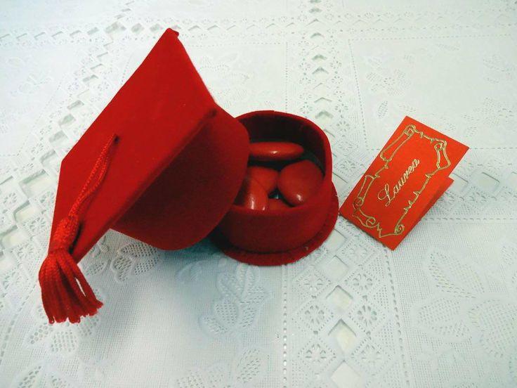 """Cappellino Laurea con confetti e bigliettino. Bomboniere realizzate da """"Ore Liete - La Bomboniera Italiana"""""""