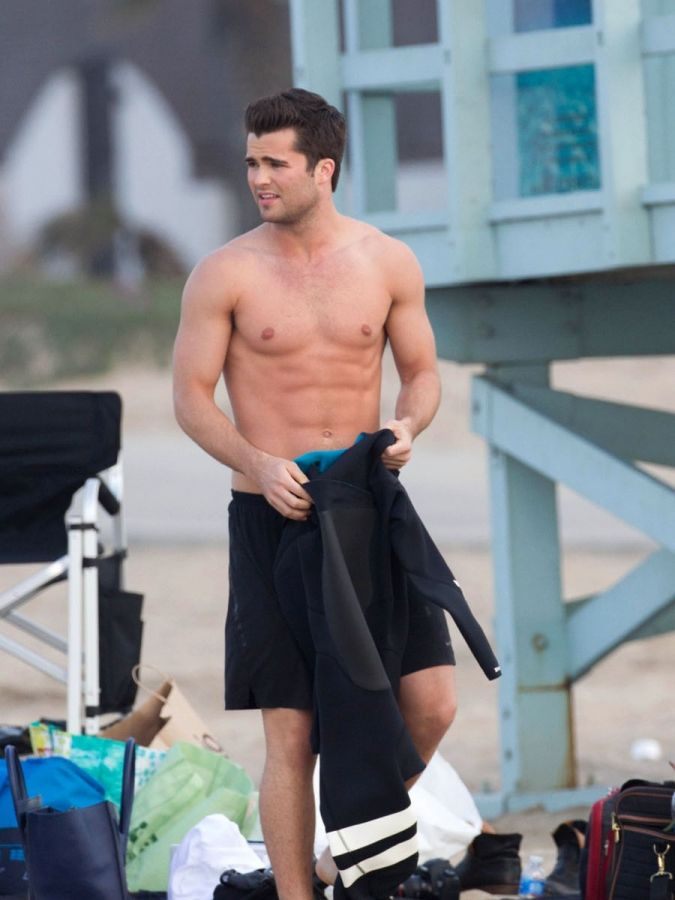 Spencer Boldman  HE IS SO ATTRACTIVE OMFG!!!! TAKE OFF YOUR TOWEL SIR