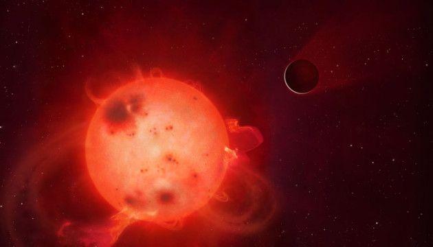 """Kepler 438 b, lors de sa découverte début 2015, a été présentée comme un véritable """"Eden"""", ou presque... Planète """"sœur"""" de la notre, à peine plus grande que la Terre, avec une température permettant la présence d'eau liquide à sa surface, elle était une cible prometteuse pour les exobiologistes. C'était sans compter avec son étoile, une naine rouge sujette à des éruptions d'une puissance colossale. Dessin Warwick University."""