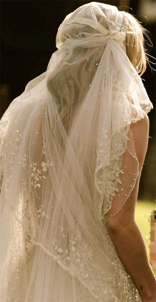 Unusual and feminine.  Not found it your typical Bride's Magazine.  I kinda do love this bridal veil.