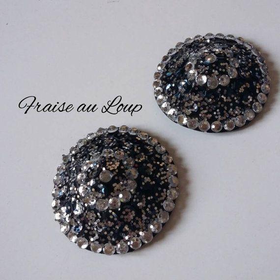 Retrouvez cet article dans ma boutique Etsy https://www.etsy.com/fr/listing/497074657/nippies-cache-tetons-burlesque-cabaret #FraiseauLoup #Costume #cabaret #show #burlesque #burlesqueshow #nippies #pasties #jewelry