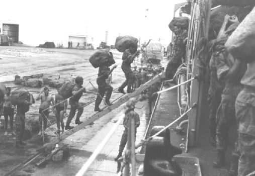 Portuguese troops board NRP Nuno Tristão frigate in Portuguese Guinea, during amphibious Operation Trident (Operação Tridente), 1964.