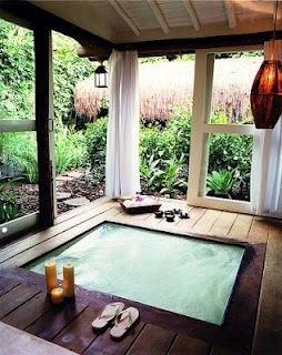 Outdoor jacuzzi #home #backyard #design