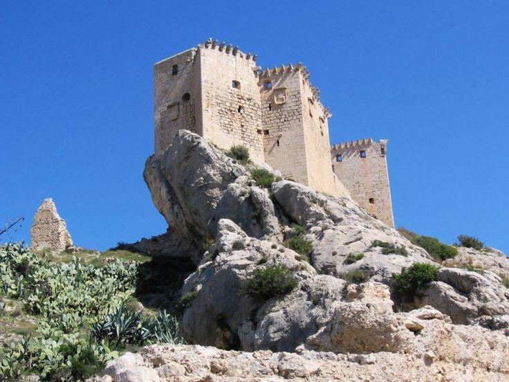 Mula, Murcia. Castillo de los Fajardo, Oeste https://maps.google.es/maps?q=38.044204,-1.491926&ll=38.044209,-1.491925&spn=0.005116,0.006979&num=1&t=h&z=18