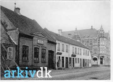 arkiv.dk | Tidligere lå Sct. Knuds Drengeskole her Gothersgade 24 og 26, samt Sjællands gade 50. Thorvalds mor havde antikvitetshandel i nr. 26 tilbage i 1906.