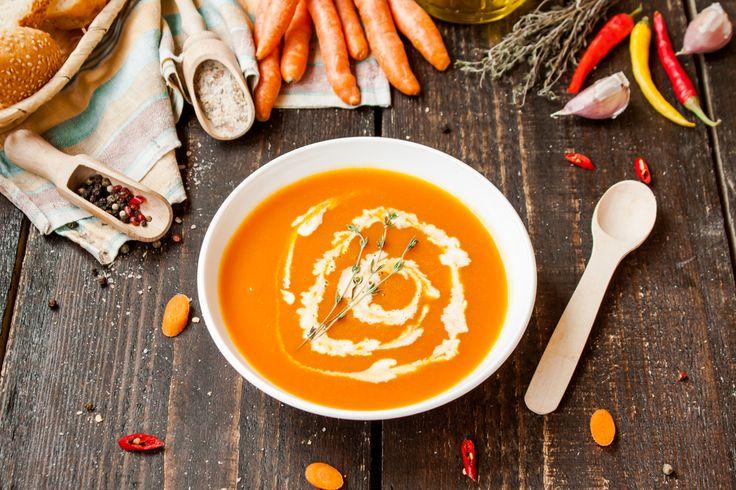 Ce potage végétarien aux carottes et lentiles est rapide à préparer, riche en protéines et en fibres. Mais surtout, il est absolument savoureux!