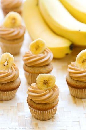 Banana mini cupakes, banana frosting with banana chips