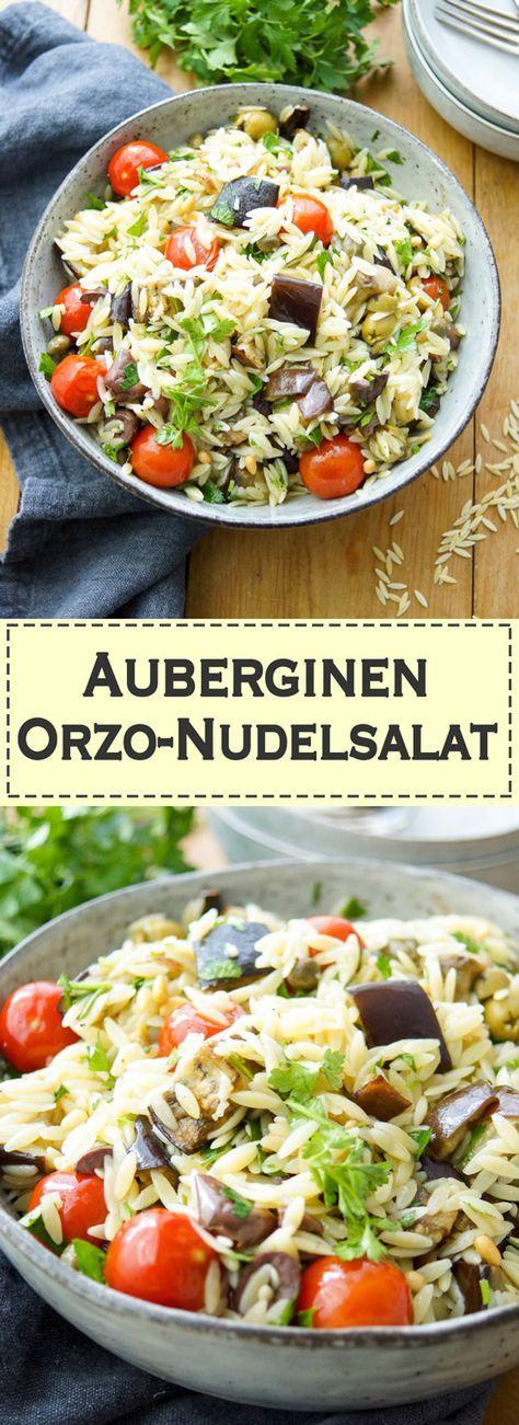 Der Auberginen-Orzo-Salat ist ein perfekter Salat für viele Gelegenheiten.  Ein schnelles, gesundes Mittagessen oder eine Beilage. Da das Dressing aus wenigen Zutaten (Olivenöl, Zitronensaft und Knoblauch). Das Geheimnis vieler leckerer Gerichte ist nicht die Vielfalt der Zutaten, sondern die Qualität der Lebensmittel, die verwendet werden. In diesem Fall Cherry-Tomaten, Kalamata-Oliven, Kapern, Pinienkerne und frische Petersilie.