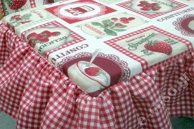 Μαξιλάρι για ένα μπαουλάκι στην κουζίνα της Βούλας που χρησιμοποιείται και σαν κάθισμα. Ασσορτί τραπεζοκαρέ και ψωμιέρα.