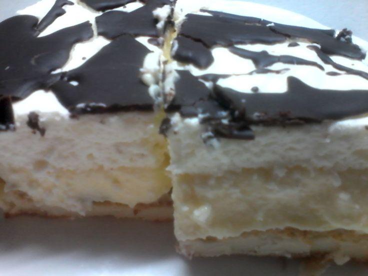 Fenomenální koláč z odpalovaného těsta, plněný vanilkovým pudinkem přelitý čokoládou.