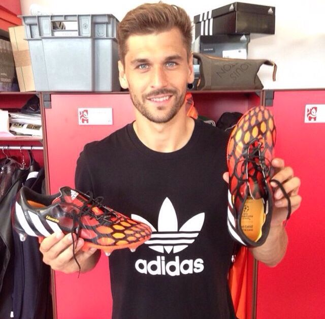 Llórente with his new boots