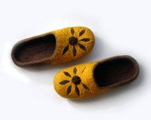 Women felted wool slippers Flower / handmade wool clogs/ yellow, brown felt slipper/ Women house shoes