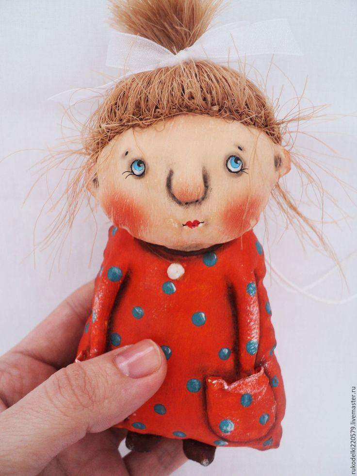 Купить или заказать Девочка Мандарина! в интернет-магазине на Ярмарке Мастеров. Текстильная кукла Мандарина! Куколка выполнена в технике грунтованный текстиль, расписана акриловые красками и пастелью. Мостик 14 см , с хвостиком 16 см.