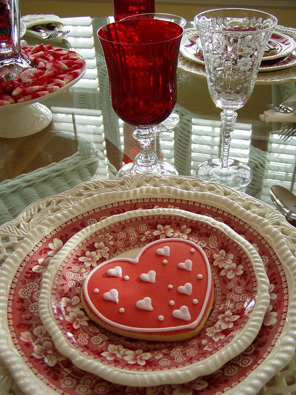 """Such a pretty """"Valentine"""" setting.: Valentines Ideas, Red Glasses, Tables Sets, Romantic Dinners, Valentines Gifts, Dinners Tables, Valentines Day Decor, Dining Tables, Tables Decor"""