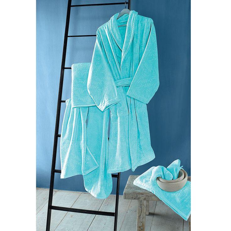 De superbes finitions et une couleur bleu turquoise très fraiche pour la collection d'éponge GLAMOUR de la marque JALLA ! www.lacompagniefrancaise.com