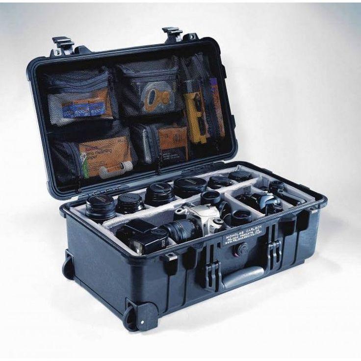 Vodotěsný, nárazuvzdorný a prachotěsný odolný kufrPeli case 1510vhodný pro armádu, hasiče,lékaře a další. Ideálnípro přenoszbraníhasičských,lékařských nebo jinýchzařízení. Létající kufr s rozměry ještě přijetelnými do kabiny letadla.