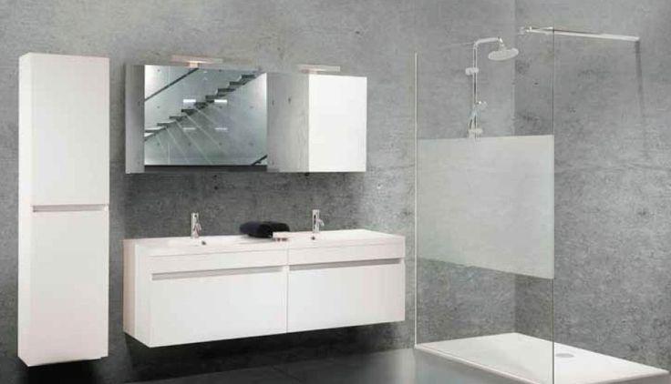 Moderne badkamer met grote douche zoals nu bad is geen must en ruimte hoeft niet groot - Badkamer modellen met italiaanse douche ...