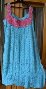Наконец-то я закончила свой мега-проект. вся семья счастлива)))))))до этого вязала шапочки-сарафанчики в детском размере...  вязала два месяца платье для подруги...