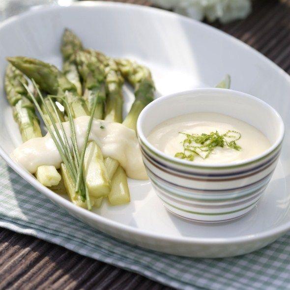 Asparagus with sauce Hollandaise - Parsaa Hollandaise ja kylmäsavulohta, resepti – Ruoka.fi