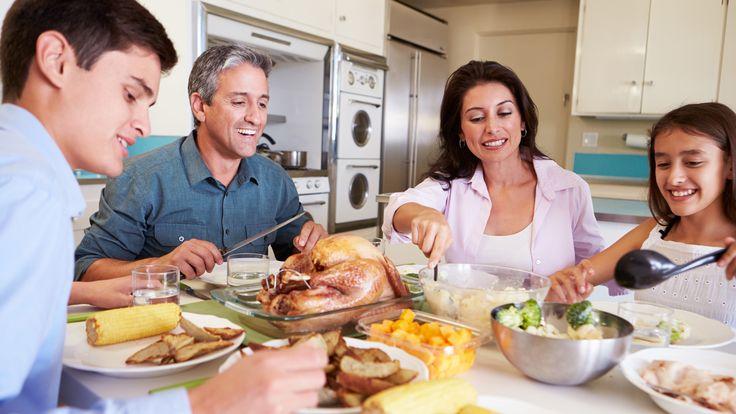 Una campaña propone que la cena familiar se haga sin pantallas en la mesa