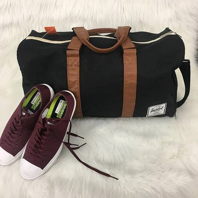 Heading out for spring break? Check out this Herschel weekender duffel perfect for your trip! Only $18 at our Harwood Heights store! | Converse 9 $25 | http://ift.tt/2FaD3rw - facebook.com/rlwonderland