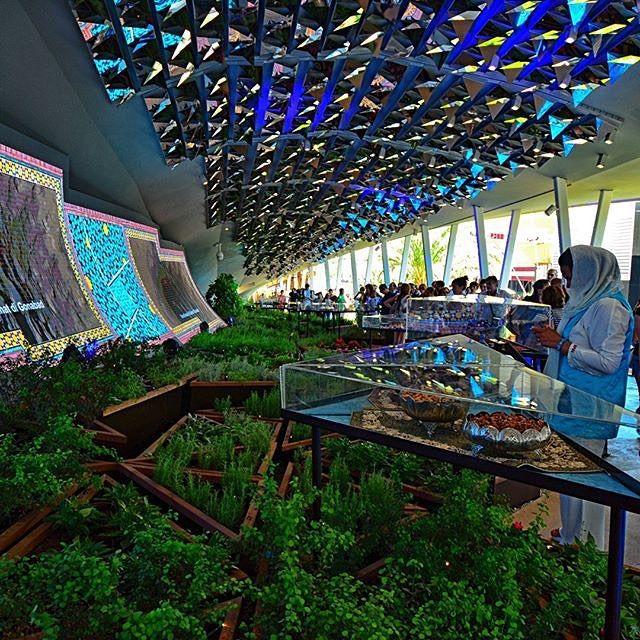 L'interno del Padiglione Iran!  Inside Iran's Pavilion! #Expo2015  Repost @carlocortinovis