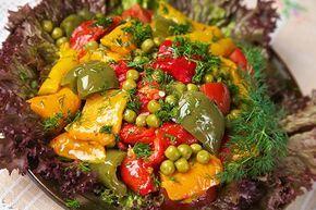 Салат из печёного сладкого перца и зелёного горошка