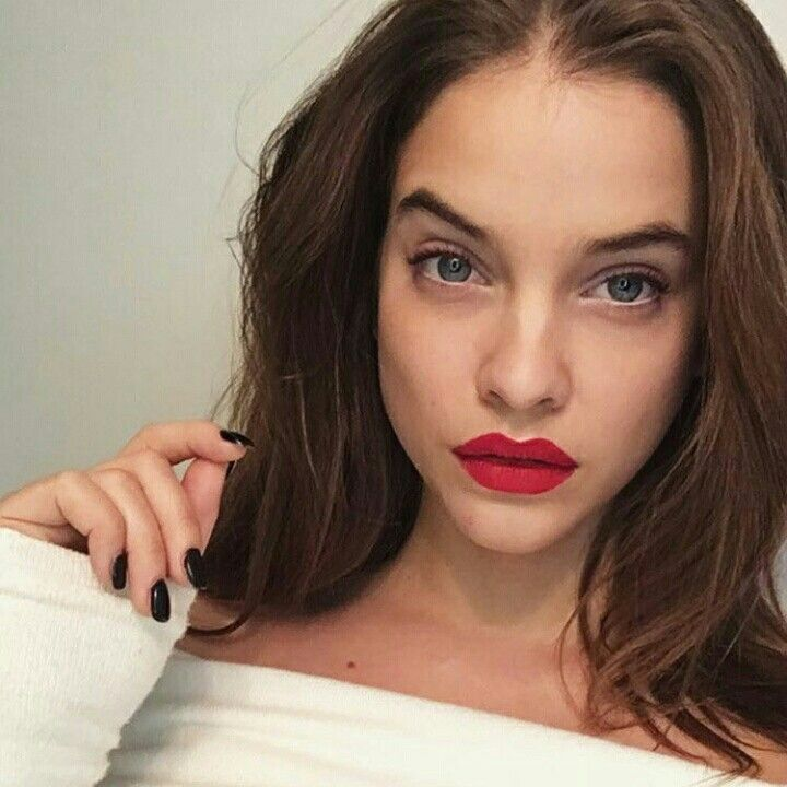 Red lips on point; barbara palvin