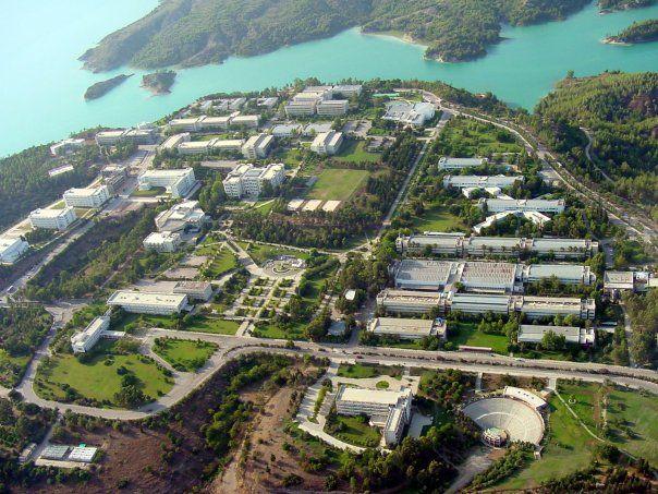 Çukurova Üniversitesi Adana'da Seyhan Baraj Gölü'nün doğu yakasındaki 22 bin dönümlük Balcalı Kampusu, 84 ağaç ve bitki türüyle doğal bir park. Huzur veren doğasıyla Türkiye'nin en önemli kampüslerindendir.  yurtiçi yurtdışı üniversite eğitim danışmanlığı için:   http://www.isik-tacoglu.com/ www.facebook.com/isiktacoglucoach www.facebook.com/imetac https://twitter.com/isik_tacoglu