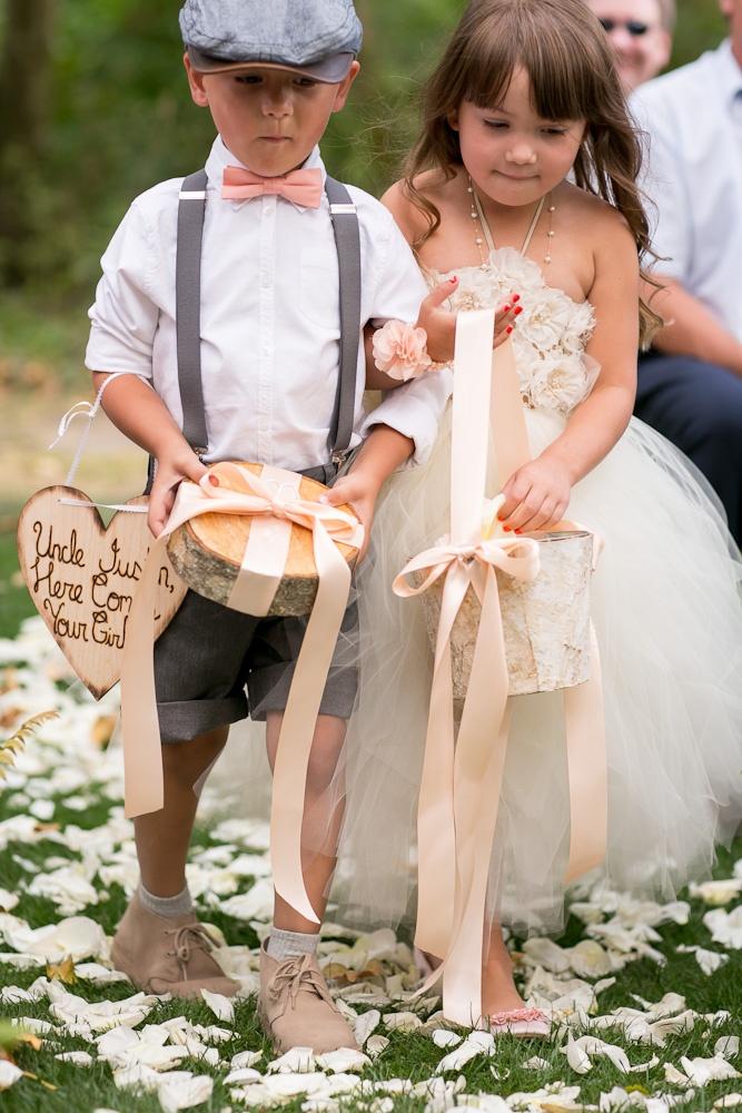 peach wedding  zest floral and event design  www.zestfloral.com  http://www.jessicahillphotography.com/