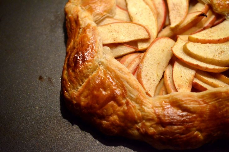 [ Apple Galette Recipe ] #Galettes are one of my favourite #desserts because they are quick, easy and are perfectly imperfect! Galettes are meant to be rustic, there is no need to perfectly lay the apples or fold the pastry. #quickdesserts #weeknight #easycooking