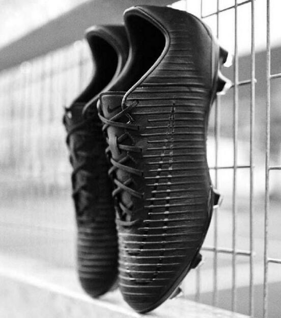 La scarpe mercurial vapor 11 Tecnologia All Conditions Control (ACC) assicura un controllo di precisione su superfici asciutte e bagnate. Scarpe Ronaldo Nike Mercurial Vapor 11 Tech Craft FG Uomo - Tutto Nero