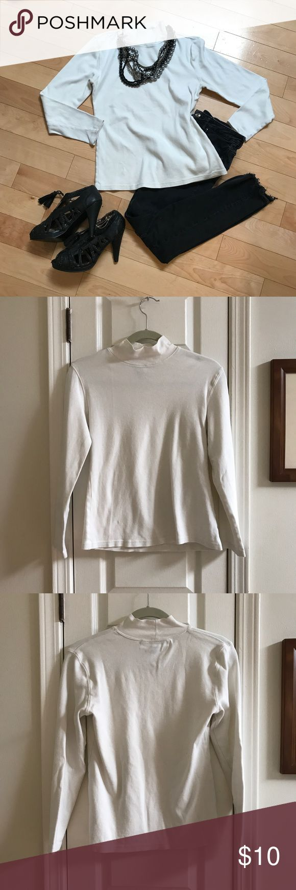 Karen Scott White Turtle Neck Size M Like New! 😱 100% Cotton Karen Scott long sleeve turtle neck. Size Medium. Like new condition!! 👌Dress it up or down!! 100% Cotton . Karen Scott Tops Tees - Long Sleeve