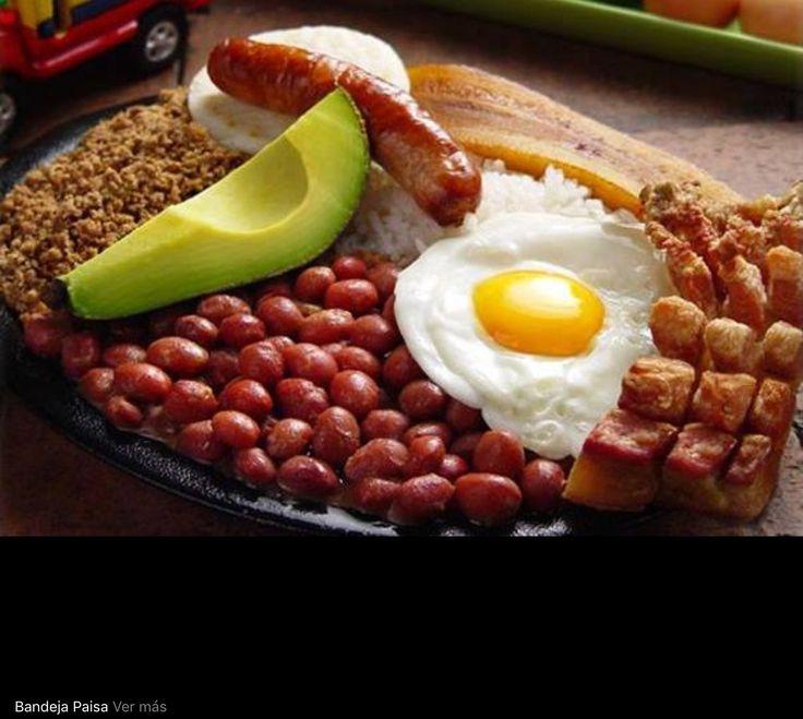 Bandeja paisa. Típica de los departamentos de Antioquia y el eje cafetero ( Caldas, Risaralda y Quindio)