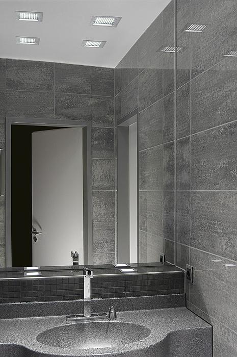 Amazing Auch im Bad eine gute Figur Moderne aber schlichte LED Einbauleuchten