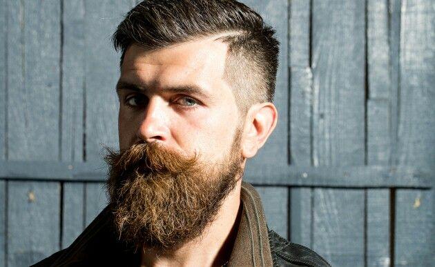 El gen del color de la barba y del cabello son diferentes, por ello hay hombres de pelo oscuro pero barba pelirroja