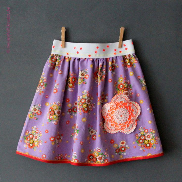 Mädchenrock mit Saum aus Schrägband