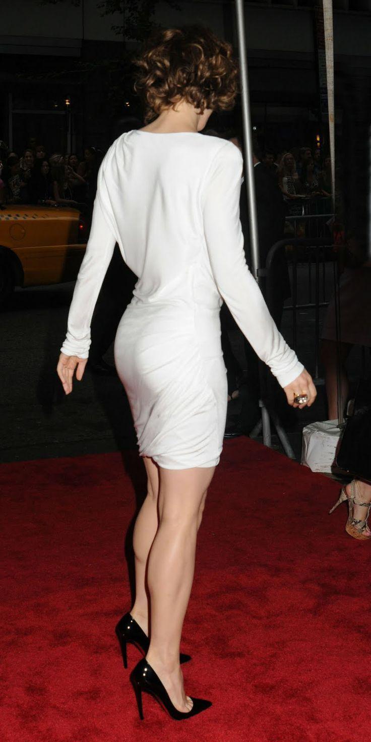 Rachel McAdams fabulous bottom and legs