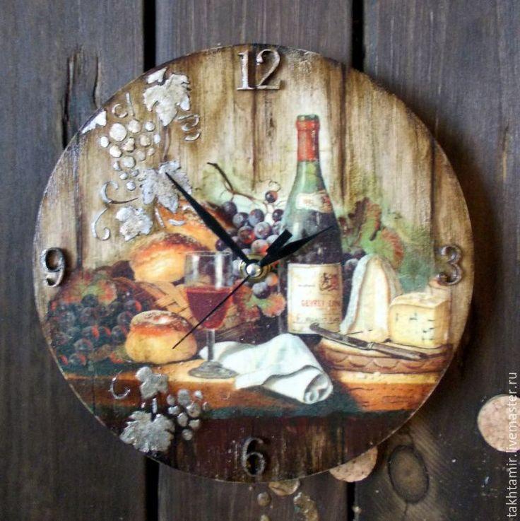 """Купить Часы """"Мужские вина. Gevrey-Chambertin"""" - комбинированный, часы, часы декупаж, вино"""
