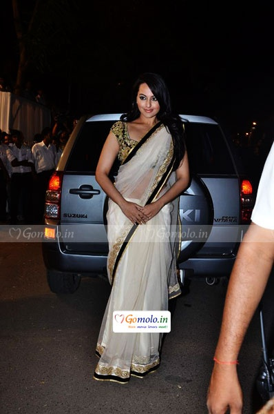 Sonakshi Sinha at a Wedding Reception:Yay or Nay? — Peaches and Blush