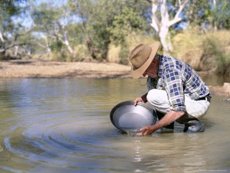 Panning for Gold, Elvire River, Old Halls Creek, Kimberley, Western Australia / By: Richard Ashworth