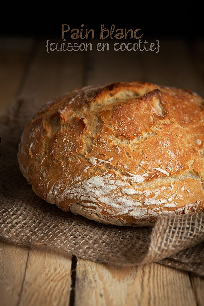 le pain cuit à la cocotte en fonte :Moelleux, croustillant et savoureux