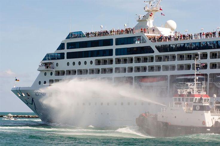 El primer crucero que rompe un paréntesis de más de 50 años, entre EE.UU. y Cuba, zarpó hoy desde el el puerto de Miami (Florida) a las 16.06 hora local (20.05 GMT) con destino al puerto de La Habana.