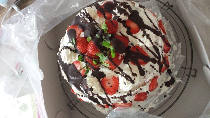 Aardbei slagroom taart met chocolade