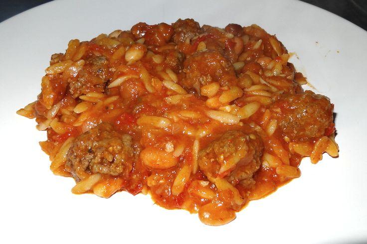 Wereld-Recepten: Kritharaki of Arpa Sehriye: pasta in de vorm van rijst in een stoofschotel van tomaten en gehaktballetjes