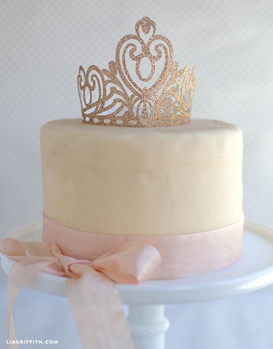 #partyplanning #princessparty #kidsparty Love this crown cake topper for a princess party or royal party theme@LiaGriffith