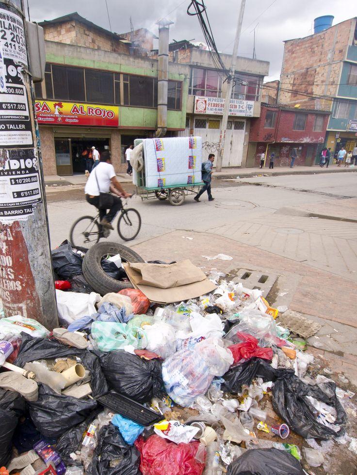 """La habitabilidad, o las condiciones físicas y sociales del lugar en que vivimos, tiene una relación de doble vía con la salud mental y física de las personas. Nuestras ciudades crecen aceleradamente, los ciudadanos se enferman y una de las causas del """"mal-estar"""" es, según esta investigación de la Universidad Javeriana, la deficiencia en la calidad de la vivienda."""