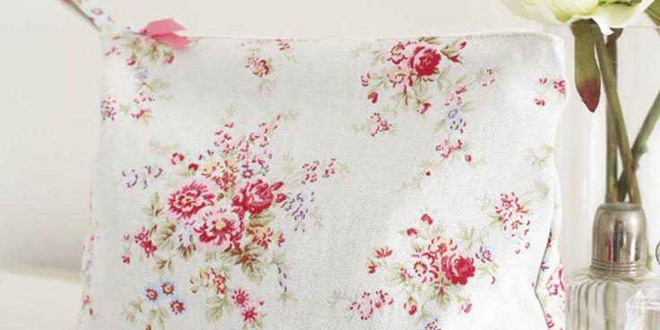 Floral wash bag