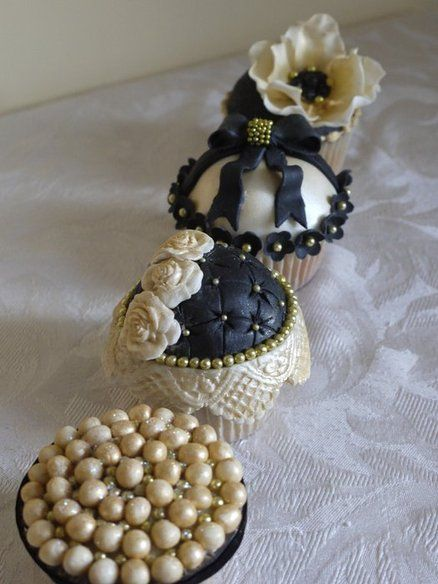 Elegant black and gold cupcakes - by ScrummyMummy @ CakesDecor.com - cake decorating website