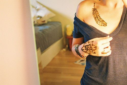 i know this is just henna, but i love that feather.Tattoo Ideas, Fashion, Girls Generation, Art, Hands Tattoo, Tattoo Ink, Feathers Tattoo, Henna Tattoo, Flower